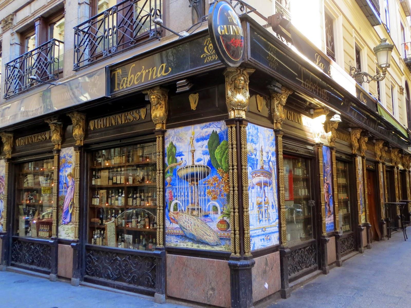 Calle de la Victoria,1, azulejos Maroto Espantaleón
