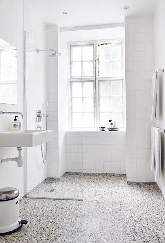 Simple yet gorgeous white bathrooms | Mad & Bolig