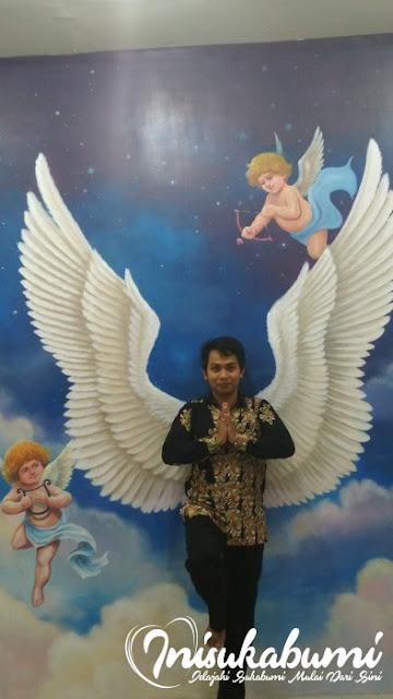 Bukan malaikat bersayap.. :P