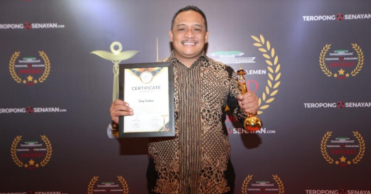Benny Rhamdani Persembahkan Anugerah Teropong Parlemen Award 2019 untuk Indonesia Timur
