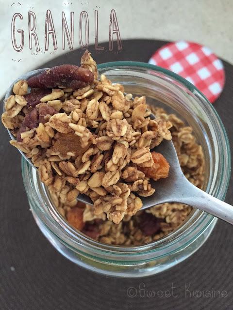 sweet kwisine, noix de pécan, cannelle, raisins, sirop d'érable, petit-déjeuner, végétarien, végétalien, flocon d'avoine, healthy food