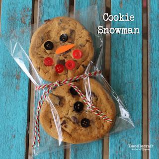 http://www.doodlecraftblog.com/2014/12/cookie-snowman.html