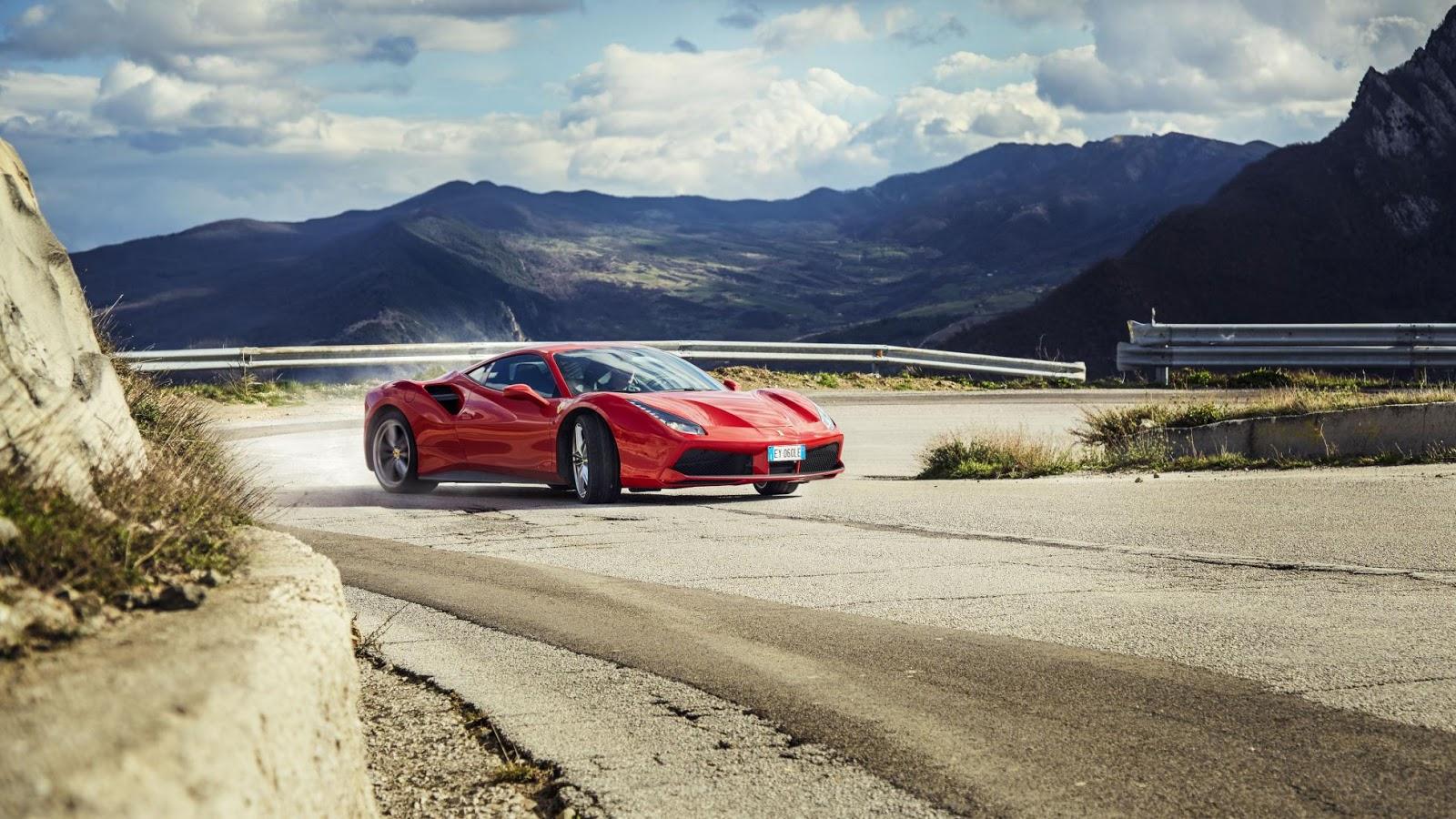 Tuyệt vời khi lái Ferrari 488 GTB đi xuyên đất nước hình chiếc ủng