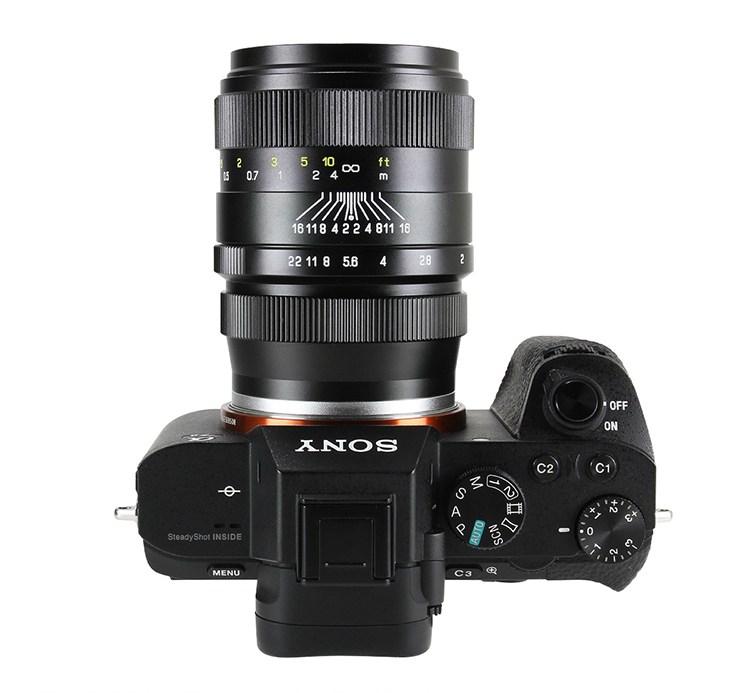Объектив Zhongyi Mitakon Creator 35mm f/2, на камере Sony A7S II