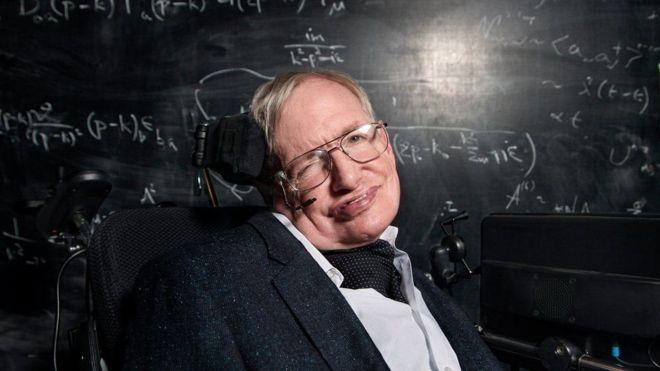 Stephen Hawking faz apelo para que homem volte à Lua