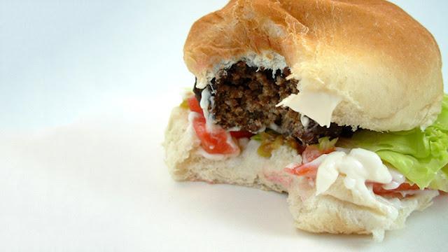 """""""Mi hijo casi se lo come"""": hallan gusanos en dos restaurantes de McDonald's en EE.UU."""