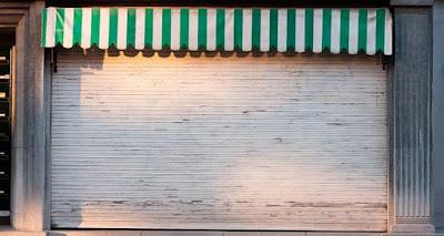 fachada-loja-porta-enrolar-automatica-fechada