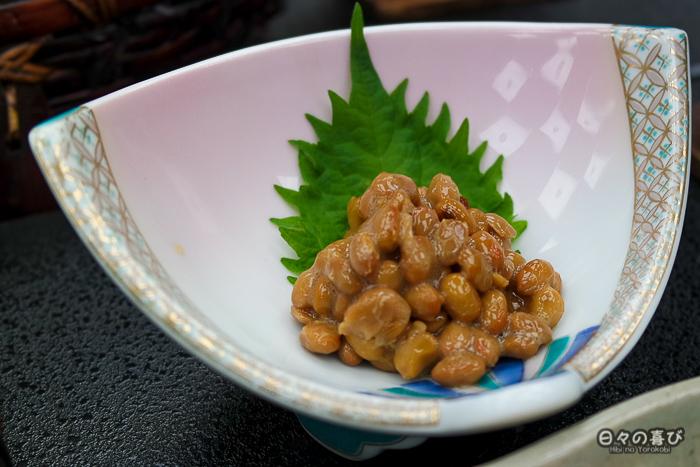 natto à la table du petit-déjeuner