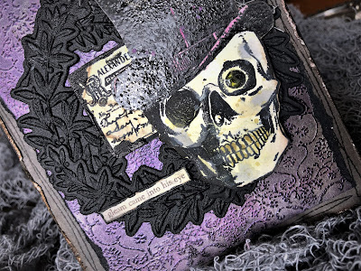 Sara Emily Barker https://sarascloset1.blogspot.com/2018/10/a-gleam-in-his-eye.html A Gleam In His Eye Tim Holtz Stampers Anonymous Sizzix Alterations Halloween Card 2