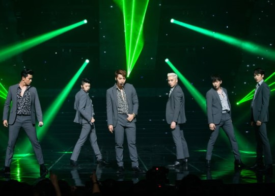 2PM's four consecutive #1 on Japan's Oricon chart with