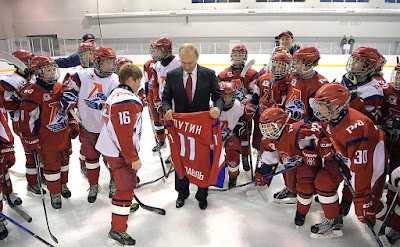 Vladimir Putin with members of the Lokomotiv children's hockey team.