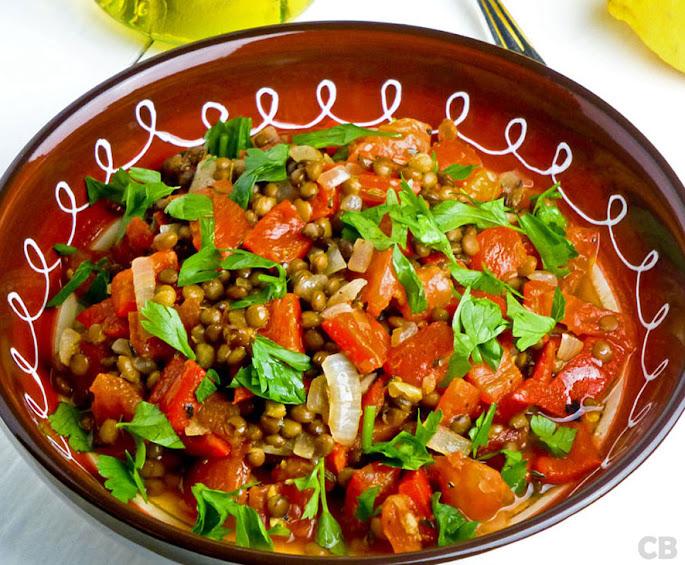 Recept Italiaanse linzenschotel met paprika, tomaat en venkelzaad