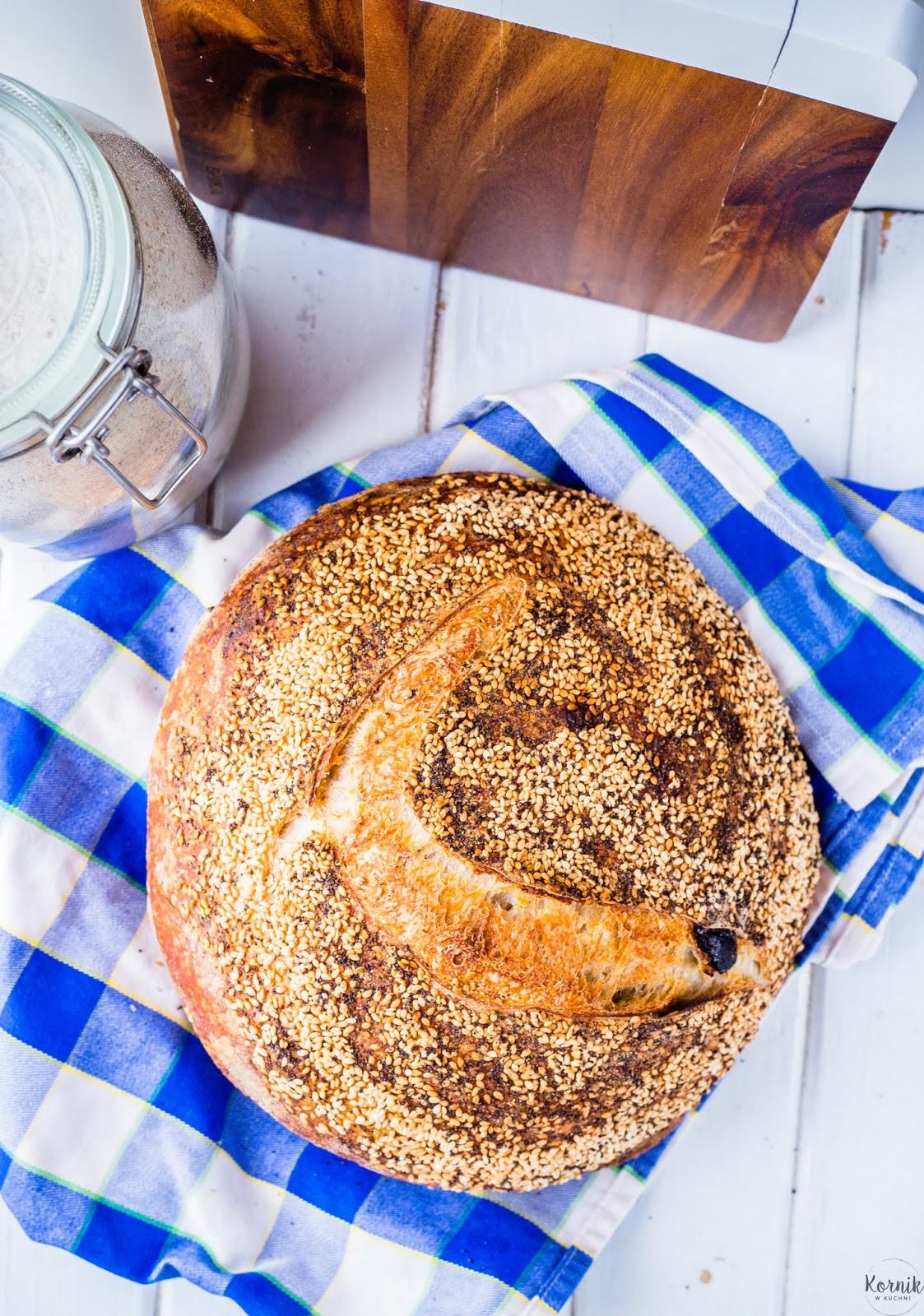 Chleb pszenny z rodzynkami