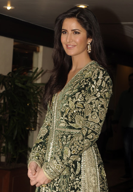 Katrina Kaif photos at Receving Smita patil memorial award
