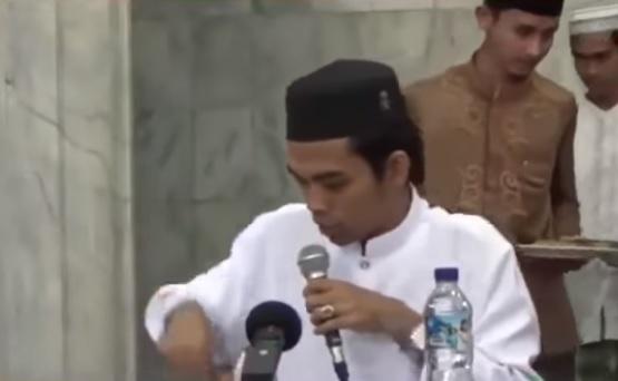 hukum duduk dan melangkahi makam menurut ustadz abdul somad