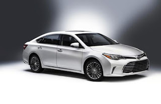 Toyota's Avalon loses nothing in hybrid form