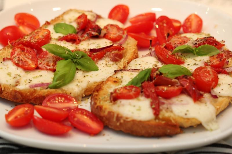 varm macka mozzarella tomat