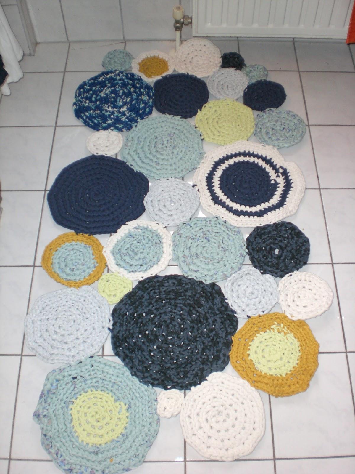 creative freizeit teppich aus zpagetti. Black Bedroom Furniture Sets. Home Design Ideas