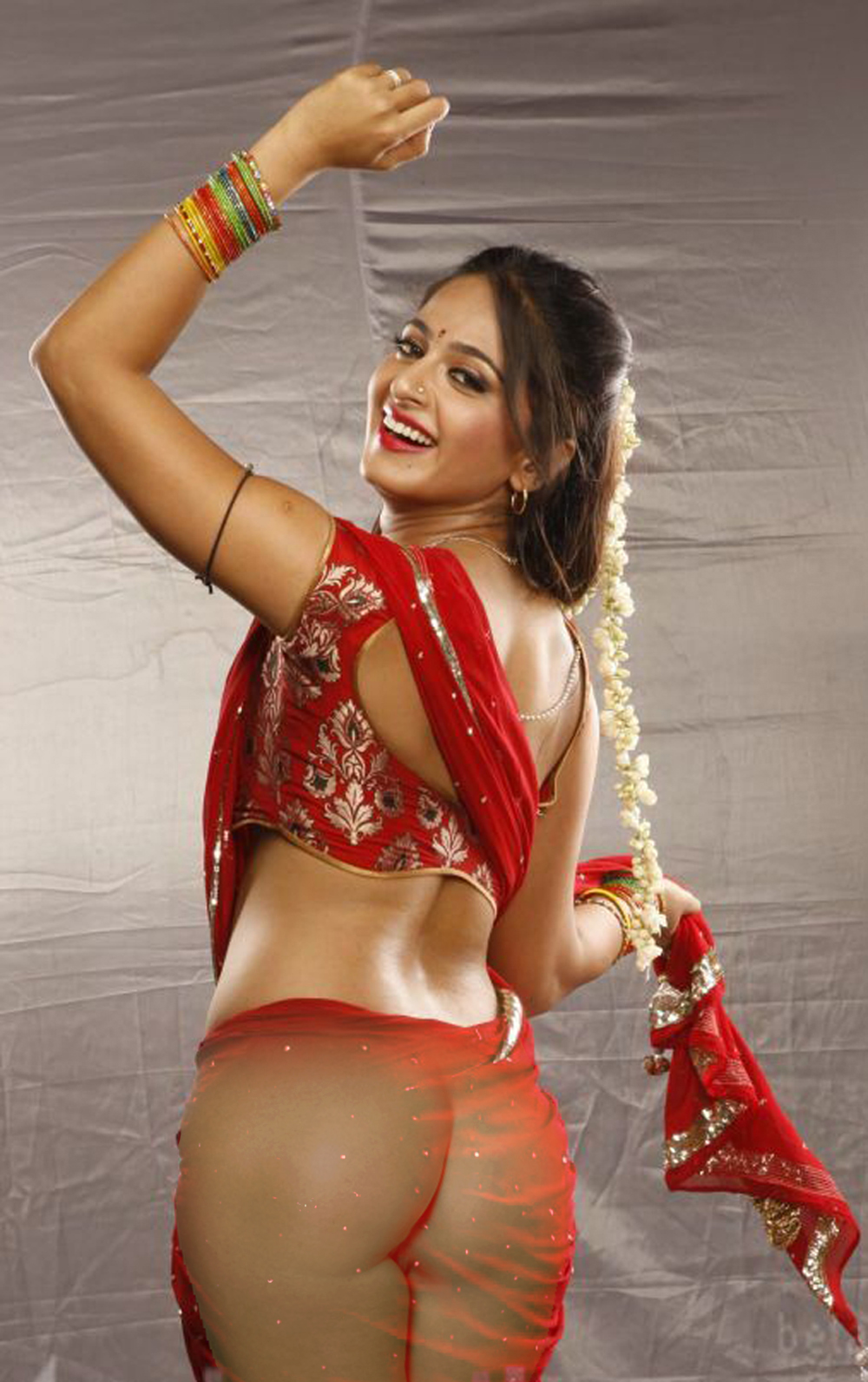 miss-pooja-nude-sexy-images