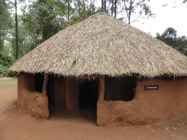 Tribu Luo: choza de la primera mujer