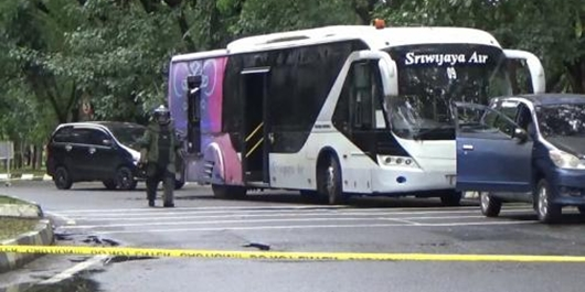 Kelompok Teroris Bajak Bus di Bandara Makassar