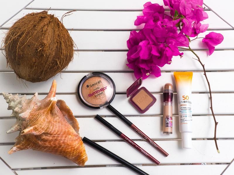 Makijaż na wakacjach jakie kosmetyki zabrać