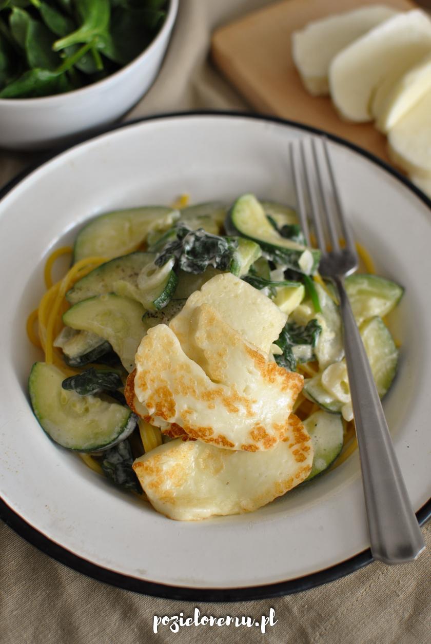 Ekspresowy obiad - makaron z zielonymi warzywami i serem halloumi