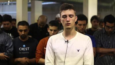 Fatih Seferagic di usia 12 tahun telah hafal alquran