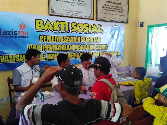 Pemeriksaan Kesehatan oleh Team Lazismu Jember bekerjasama PK.IMM As-Syifa UMJ