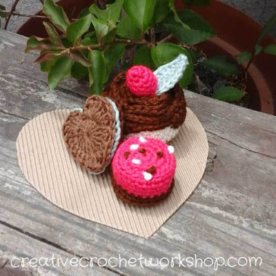 http://www.creativecrochetworkshop.com/2017/01/valentine-chocolate-treats/