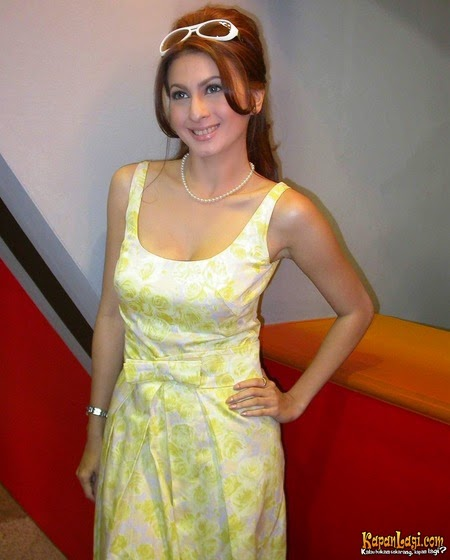 Foto Seksi Diana Pungky Dress Warna Warni