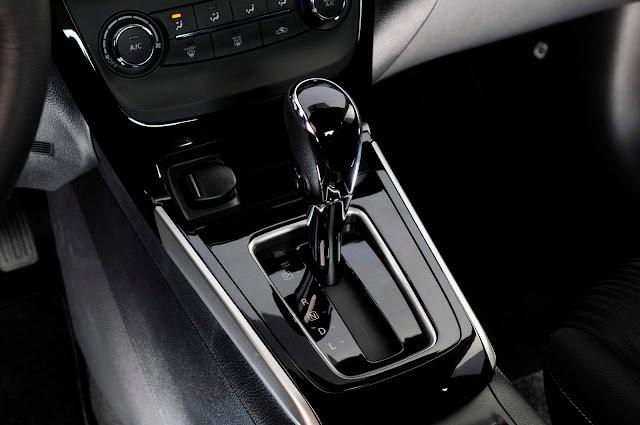 Novo Nissan Sentra 2017 - interior - câmbio automático