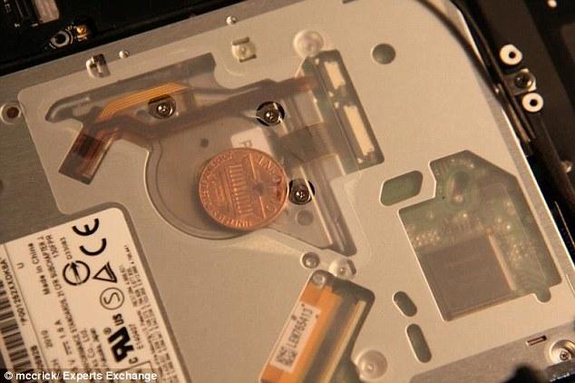 عملات معدنية في أجهزة ماك بوك