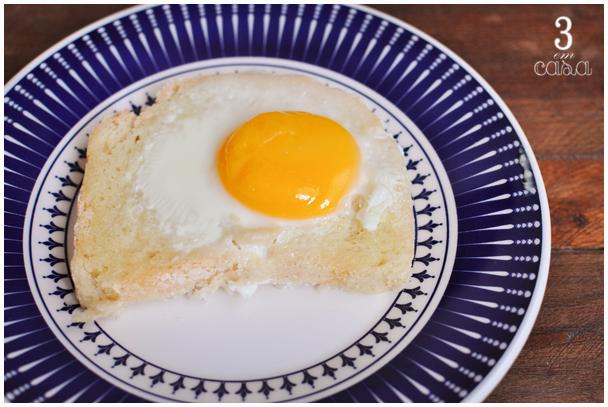 pão com ovo no forno