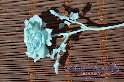 Монохромная голубая роза из полимерной глины.