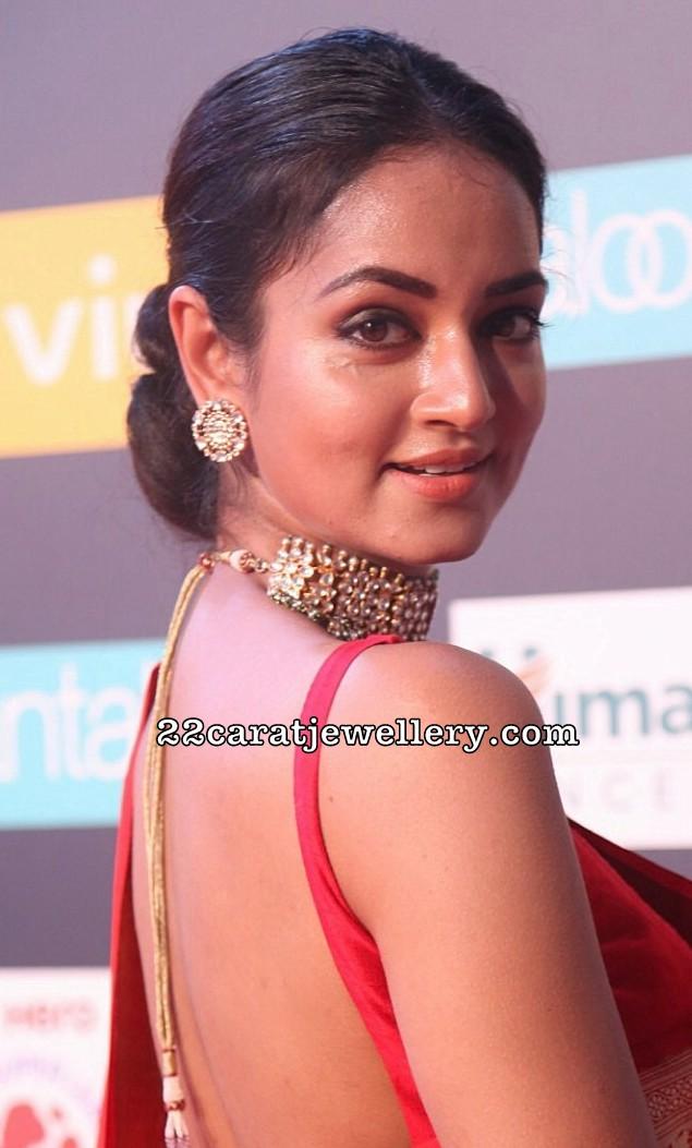 Shanvi Srivastava Kundan Choker