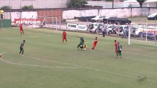Velo Clube 0 x 0 Barretos, lance com uma das poucas chances de gol do Barretos