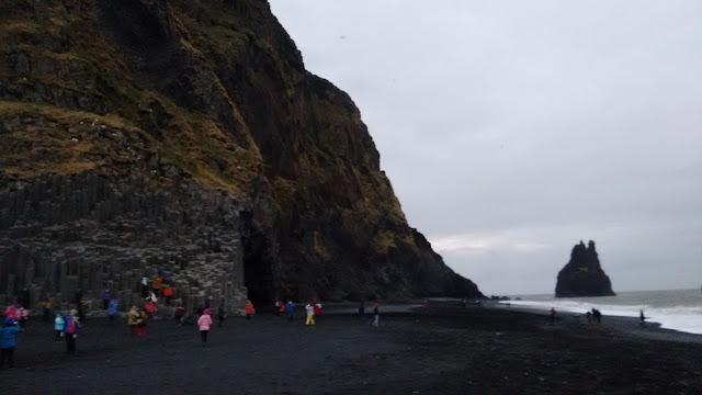 Reynisfjara, czarna plaża, plaża Islandia