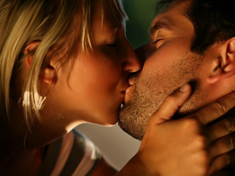 Fun Wallpaper Love Kiss