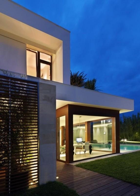 Modern Italian Sliding Etched Glass Door: Bedroom Design Blog: Modern Italian Design House Duilio