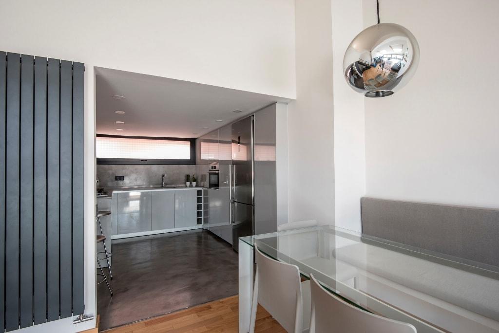 Un diseño sin muebles colgantes y cómo suplir ese espacio perdido ...