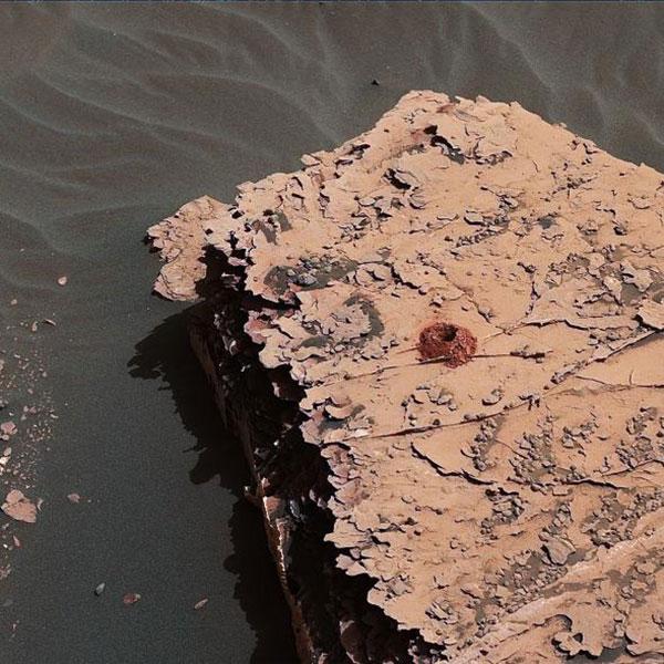 """Δύο ανακαλύψεις της NASA """"δείχνουν"""" ζωή στον Άρη"""