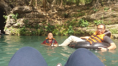 seseruan nyebur di sungai goa pindul yogyakarta