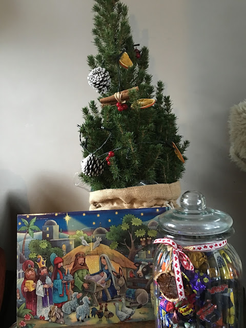Advent calendar, Christmas tree, nativity