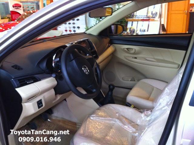 Nội thất Toyota Vios 1.5 E màu kem rộng rãi thoáng đãng