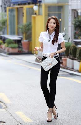 Kemeja dengan celana casual