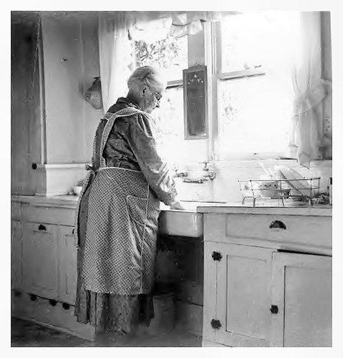 Herman's Humble Happenings: Grandma's Apron