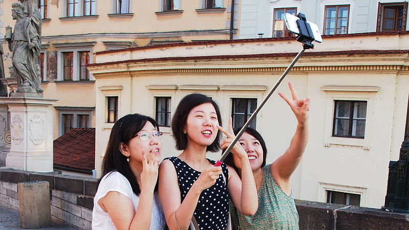 6d593df49fd79d Since the selfie bug bit thousands of photography enthusiasts worldwide,  the demand for selfie sticks has remained high in many offline and online  stores.