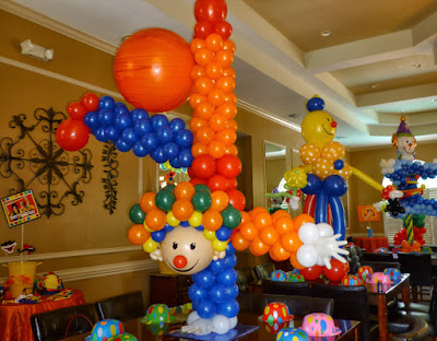 Clown balloon sculpture, Circus theme party decoration