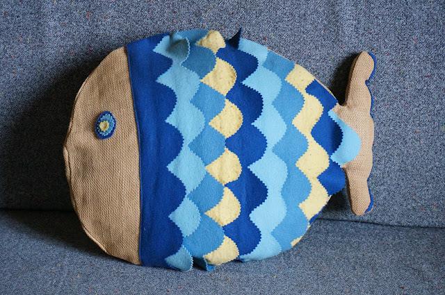 housse de coussin toile de jute / feutrine   70s fish cushion gunny / felt diy années 70 1970s bricolage couture